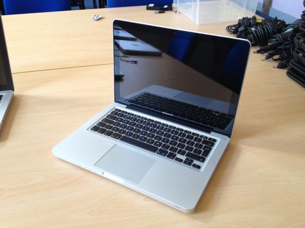 Apple Macbook Pro 13 Inch - Early 2011